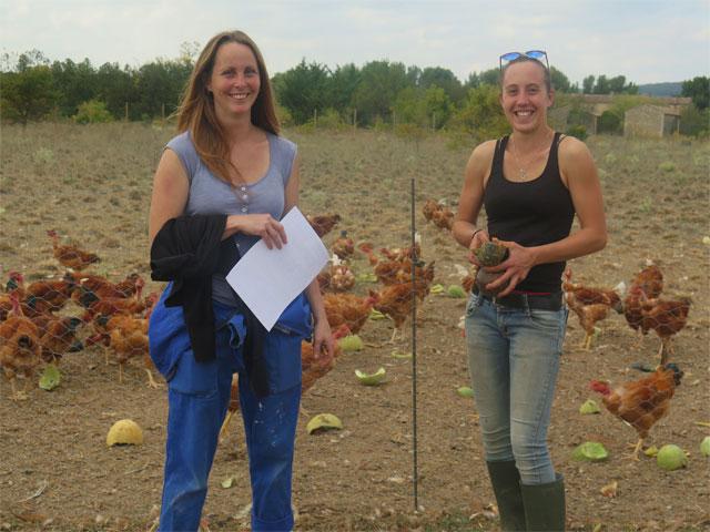 Samantha Laura et leurs poules