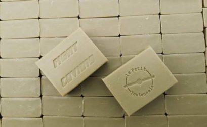 un savon anti virus offert par la savonnerie Plaisant