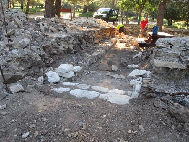 le mur de pierres au traou dou gari