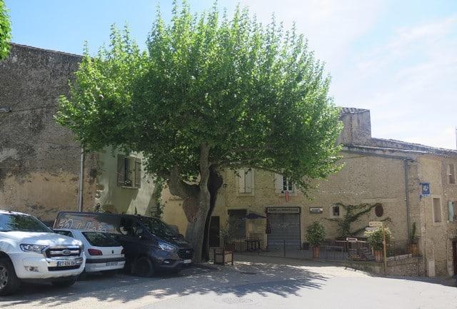 place du village de Lagnes s
